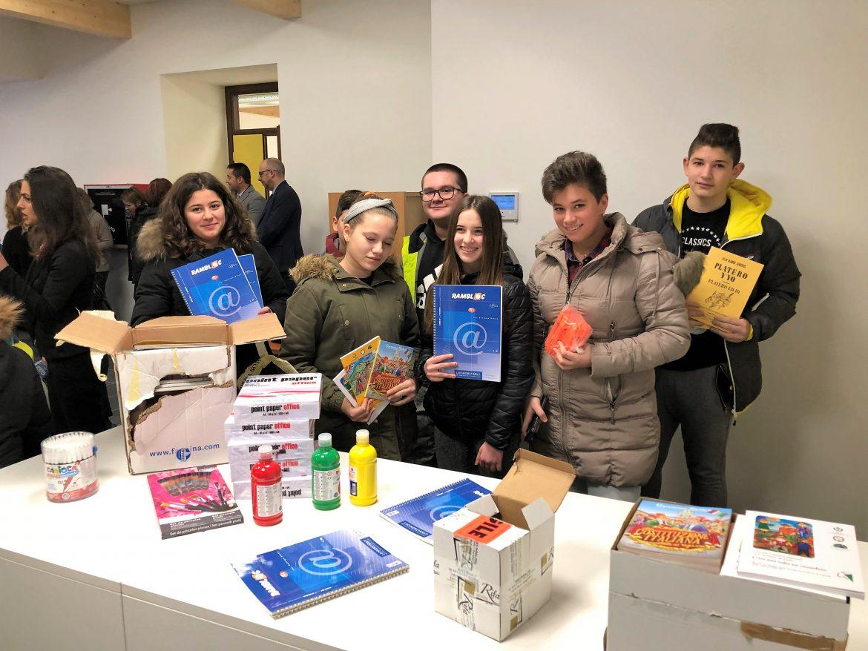Sales dona ai ragazzi di Pieve Torina 3 pallet di blocchi rinforzati Rambloc